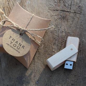 Флешка дерев'яна Клен на 32Gb і 64Gb (2.0) з лазерним гравіюванням + ПОДАРУНОК коробка пиріжок