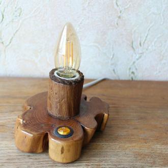 Аккуратная небольшая настольная лампа (груша)