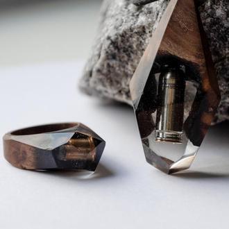 Комплект кулон и кольцо с настоящими патронами из эпоксидный смолы и натурального дерева