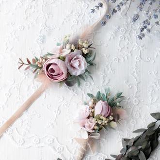 Набір весільних прикрас:бархатна бутоньерка та браслет пудровому кольорі.