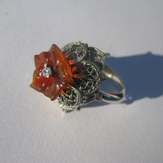 Кольцо с цветком из сердолика. Серебро.