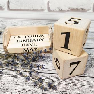 Деревянный вечный календарь на английском языке