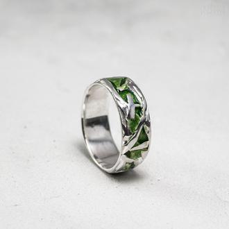 Серебряное кольцо с зеленой эмалью. Размер 18,5