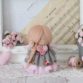 Нежная текстильная кукла.