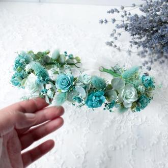 Вінок з квітами в мятно-бірюзовому  кольорі.