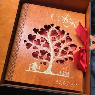 Фотоальбом в деревянной обложке с гравировкой Инициалы