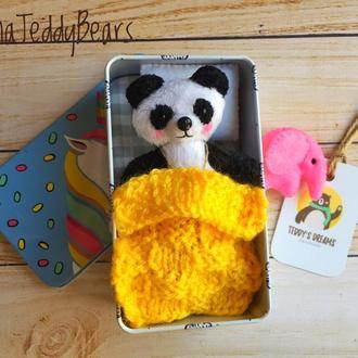 Панда в жестяной коробочке