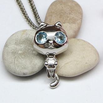 Маленький и милый кулон Котик с глазами-топазами из родированного серебра 925 пробы