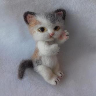 Котенок. Игрушка валяная из шерсти
