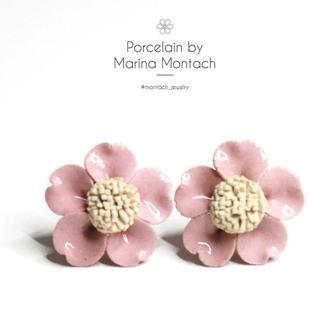 Пудровые цветочные сережки гвоздики из керамики