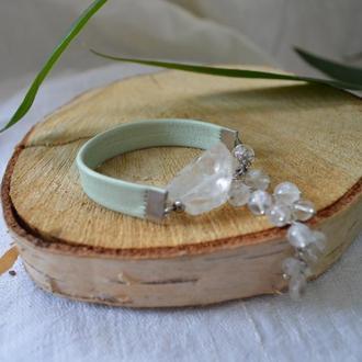 Кожаный мятный браслет с горным хрусталем ′Хрустальный водопад′