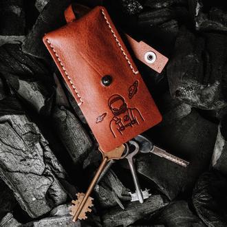 Кожаная ключница  в цвете коньяк для длинных ключей