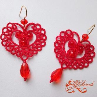 Красные кружевные серьги сердечки фриволите. Кружевные украшения