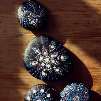 Мандала талисман на камне