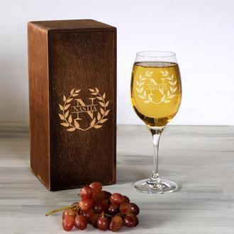 Винный бокал с индивидуальной гравировкой для девушки