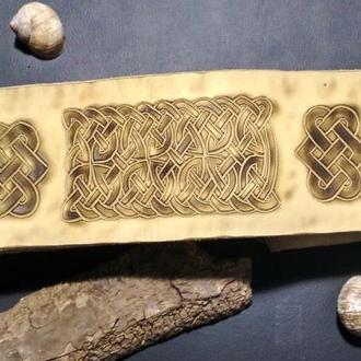 Широкий пояс из натуральной кожи с кельтским узором