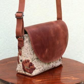 Стильная и легкая сумочка через плечо из гобелена и кожи