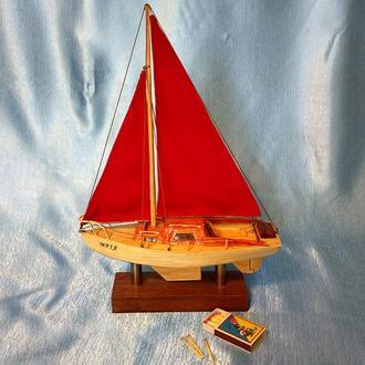 Модель яхты из спичек