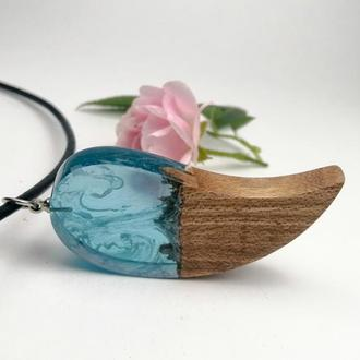 Оригинальный подарок - голубой кулон из смолы и древесины вяза для девушек и стильных парней