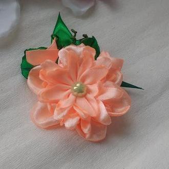 Брошь нежный цветок