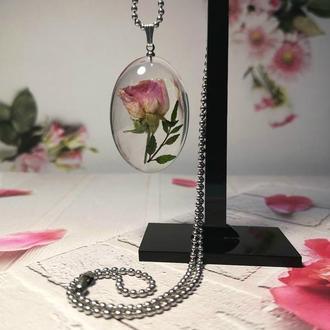 Кулон - линза с розовым сухоцветом.