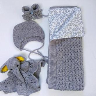 Комплект вязаный  для новорожденных