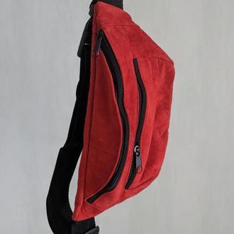 Большая бананка из натуральной кожи, сумка на пояс вместитетльная замша красная