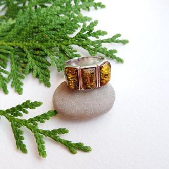 Мужской серебряный перстень с янтарём