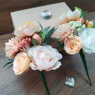 Персиковая бутоньерка для жениха, свидетеля Свадебные бутоньерки