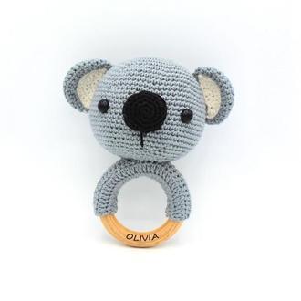 Погремушка грызунок Коала с именем ребенка, подарок для новорожденного, игрушка амигуруми