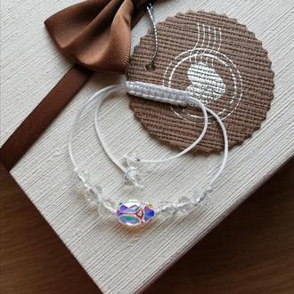 Белый браслет Скарабей Swarovski и хрустальные бусины. Білий кришталевий браслет Скарабей Swarovski.