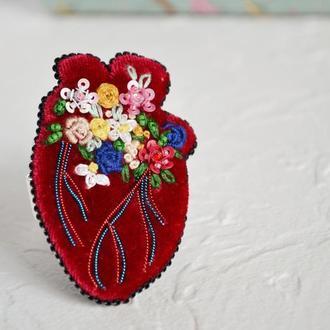 Вышитая брошь анатомическое сердце Подарок для нее Бархатное украшение