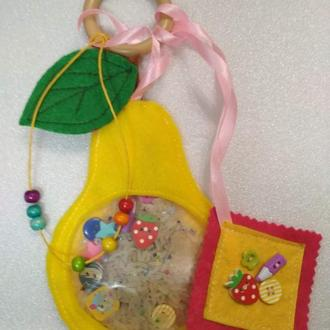 Развивающая игрушка-искалка