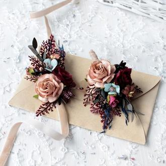 Набір весільних прикрас:бархатна бутоньерка та браслет марсал кольорі.
