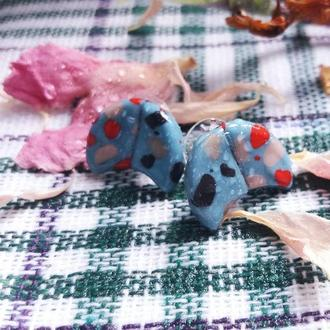 Голубые серьги гвоздики в виде полумесяца