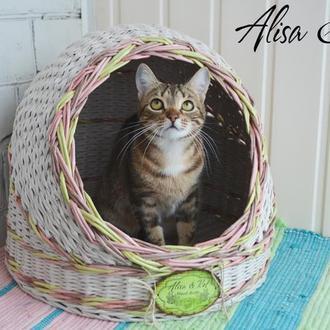 Домик для кошки или собачки, диаметр - 41см., высота - 43см.