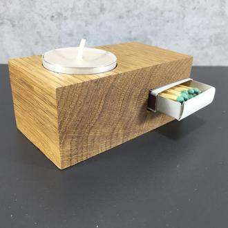 Деревянный подсвечник для чайной свечи с местом для хранения коробка спичек.