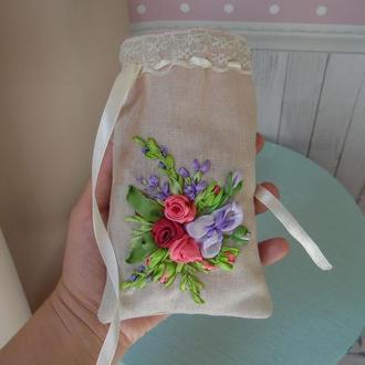 """Саше мешочек для трав вышивка лентами, лен, атласные ленты """"Розы и ирис"""""""