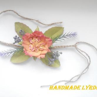 Бутоньерка на руку с пионовидной розой