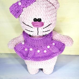Кошечка, котик в платье, вязаная игрушка