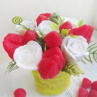 """Мыло  """"Букет розы и клубника"""" в супнице"""
