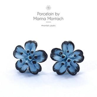 Голубые серьги гвоздики из керамики