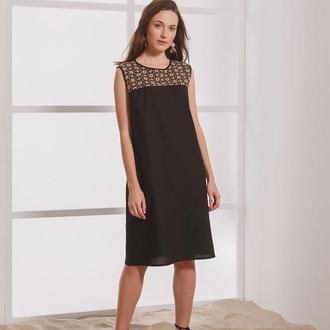 Чёрное платье из льна с кремово-коричневой вышивкой ручной работы