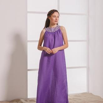 Длинное фиолетовое платье с молочной вышивкой
