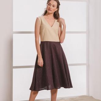 Бежево-коричневое платье  с V-образным вырезом