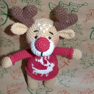 Олень в свитере