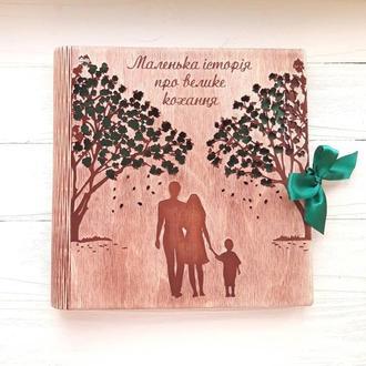 Фотоальбом из дерева с семьей