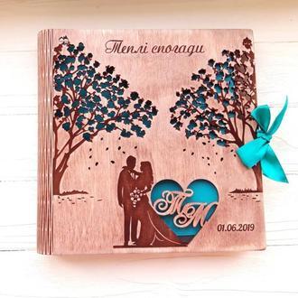 Свадебный альбом из дерева + инициалы и дата