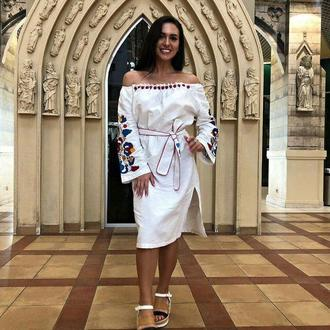 Платье вышиванка миди изо льна, белое