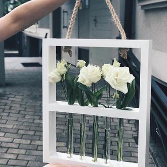 Дерев'яна рамка для квітів з колбами